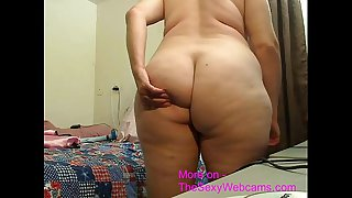 Old mature woman shows off..