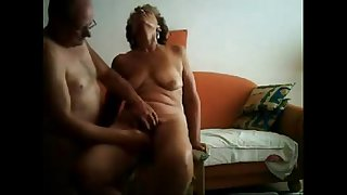 Old slut having great..