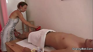 Old masseuse gets her hairy..