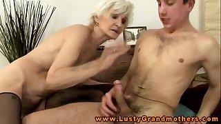 Amateur mature granny gets..