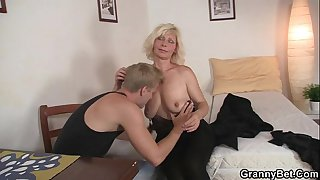 Nice blonde woman pleases..