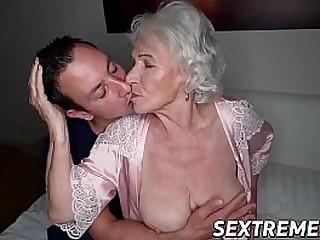 Facialized granny spreads..