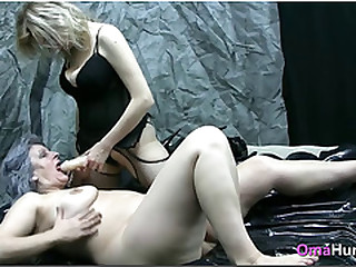 Amanda bangs granny with dildo