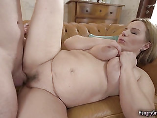 Bigtitted blonde gets her..