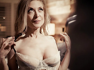 Seductive GILF Nina Hartley..