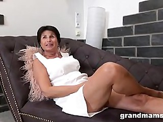Mature Cougar Plays with her..
