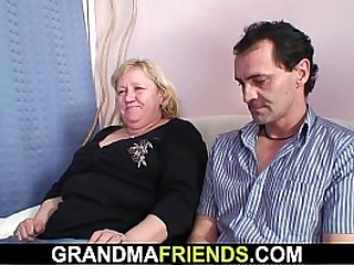 Threesome with busty old..