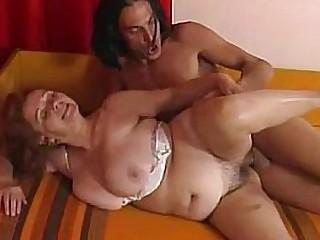 Granny prepares her pussy..