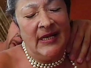 Granny gets reamed by young..