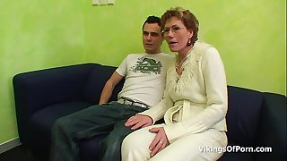 Sexy Grandma Gets Old Pussy..