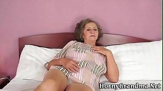 Fat grandma gets jizzed